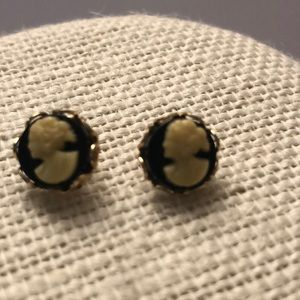 Vintage cameo shell & onyx gold earrings small